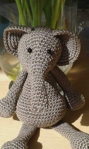 Elefant.  Gehäkelt.  Glücksbringer für die Abschlussprüfung