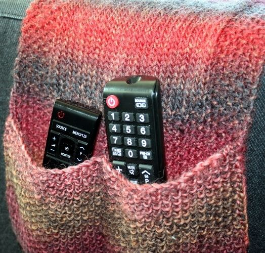 Makerist - Remote Control Holder / Caddy - Knitting Showcase - 1