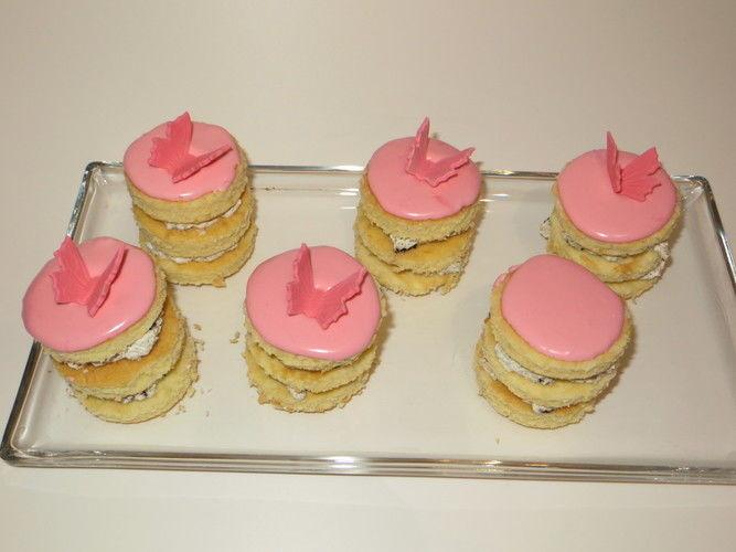 Makerist - Sweet Table in rosa und pink - Torten, Cake Pops und Cupcakes - 2