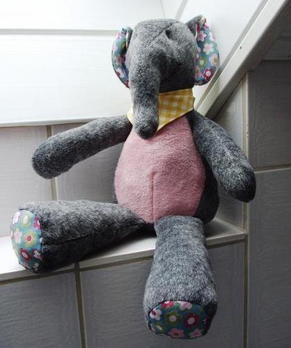 Makerist - Stofftier Elefant Kumi - gemacht aus Teddyplüsch als Geburtstagsgeschenk  - Nähprojekte - 1