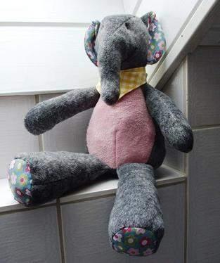 Makerist - Stofftier Elefant Kumi - gemacht aus Teddyplüsch als Geburtstagsgeschenk  - 1