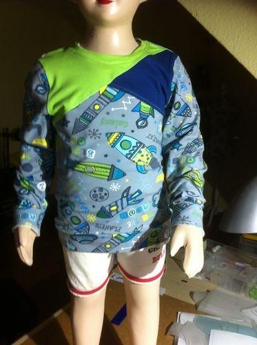 Makerist - Langarmshirt mit asymetrischem Vorderteil  Für meinen Enkel ( 5 Jahre) - Nähprojekte - 1