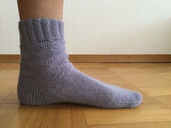 Makerist - Socken mit Rautenmuster - Strickprojekte - 1