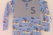 Makerist - Casual Buttons Boy (sarajulez) - Geburtstagshirt aus Piraten-Jersey - 1