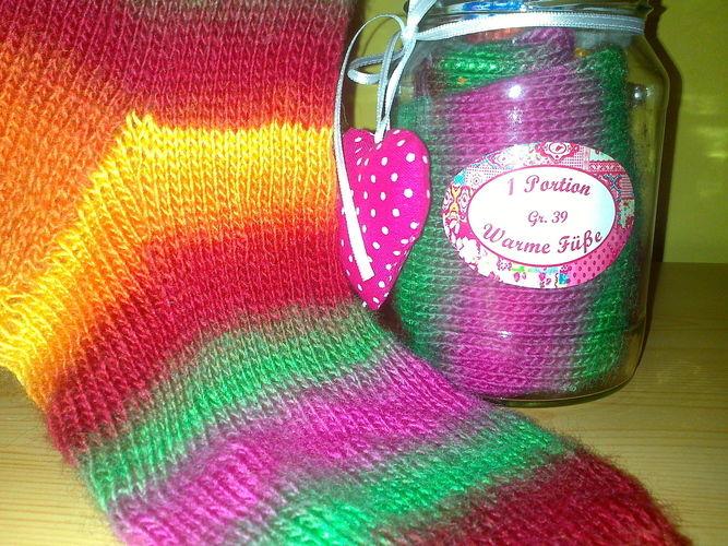 Makerist - Socken im Glas Regenbogen - Strickprojekte - 1
