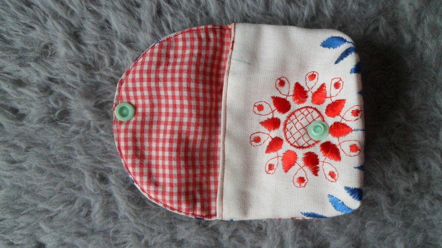 """Makerist - """"Von Herzen"""" Mini Täschle ca. 10x8 cm aus einem Vorhangrest, für die beste Freundin. - Nähprojekte - 2"""