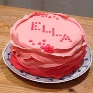 Makerist - Ombre Ruffle Cake zur Geburt von Ella - 1