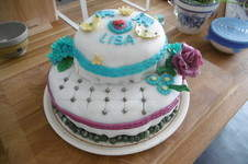 Makerist - Geburtstagstorte für die Tochter, selbst gefertigte Blüten und andere Dekoelemente  - 1