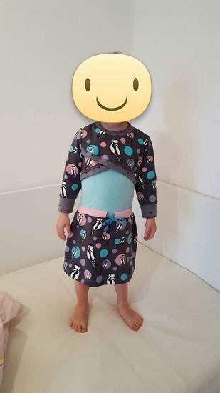 Makerist - Sportyshirt  es ist aus Jersey und dem supertollen pikus stoff.  😍 es ist ein Kleid für meine jüngste Tochter.   - 1