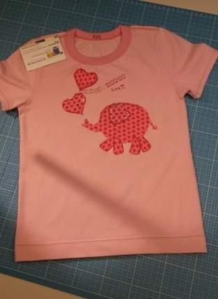 wie ein kleiner rosa  Elephant auf ein T-Shirt kommt...