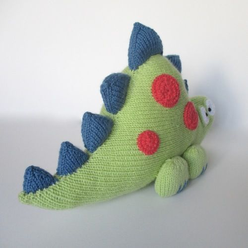 Makerist - Clarence the Dinosaur - Knitting Showcase - 3