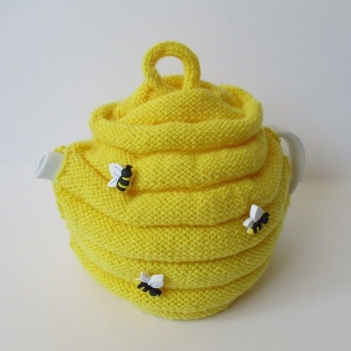 Makerist - Beehive Tea Cosy - Knitting Showcase - 1