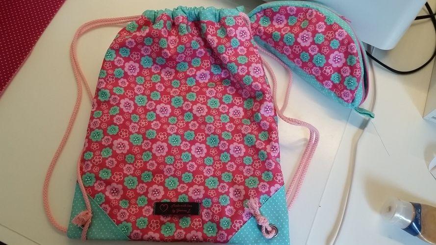 Makerist - Ein Turnbeutel und passende Federmappe für meine Nichte zur Einschulung  - Nähprojekte - 1