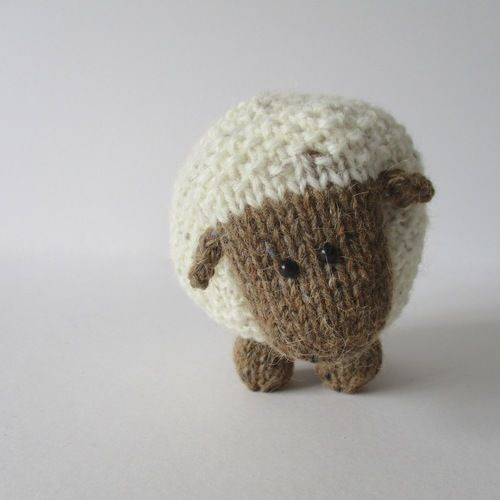 Makerist - Moss the Sheep - Knitting Showcase - 1