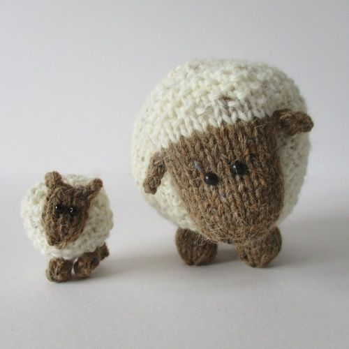 Makerist - Moss the Sheep - Knitting Showcase - 2