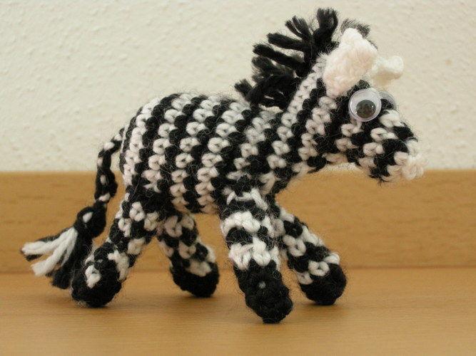 Makerist - Mini-Zebra - Häkelprojekte - 1