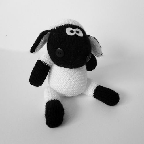 Makerist - Ally the Sheep - Knitting Showcase - 1