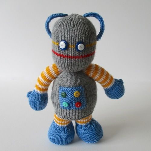 Makerist - Beeper the Robot - Knitting Showcase - 1