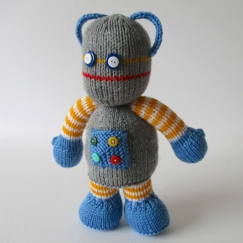 Makerist - Beeper the Robot - Knitting Showcase - 2