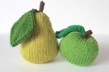 Makerist - Apple and Pear Pincushions - 1