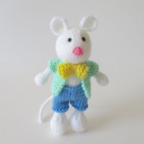 Makerist - Pippin the Mouse - Knitting Showcase - 1