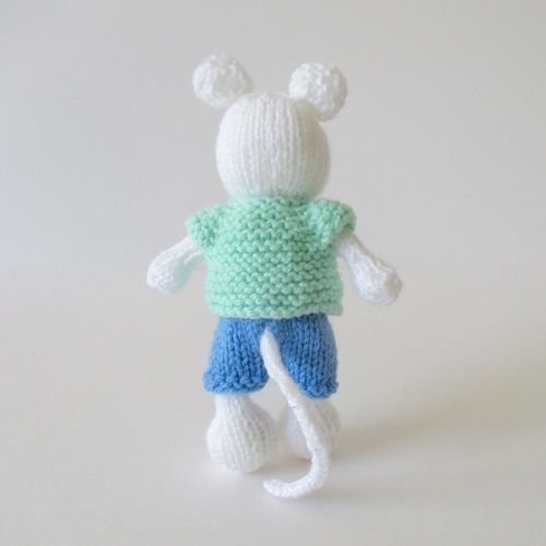 Makerist - Pippin the Mouse - Knitting Showcase - 2