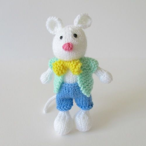 Makerist - Pippin the Mouse - Knitting Showcase - 3