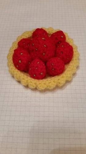 Makerist - Erdbeer Tortelett / Erdbeertörtchen - Häkelprojekte - 1