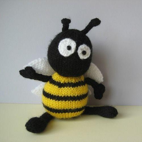 Makerist - Bumble the Bee - Knitting Showcase - 1