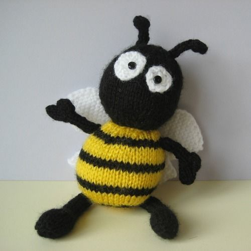 Makerist - Bumble the Bee - Knitting Showcase - 2