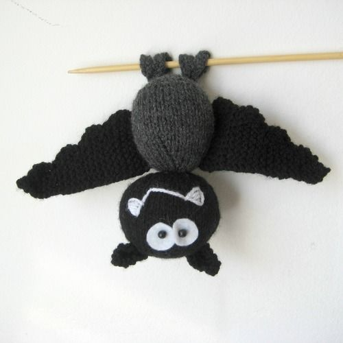 Makerist - Billy the Bat - Knitting Showcase - 1