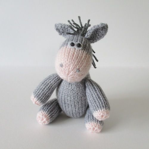 Makerist - Bobbin the Donkey - Knitting Showcase - 1