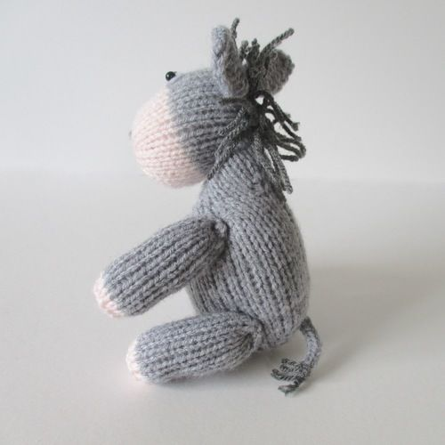 Makerist - Bobbin the Donkey - Knitting Showcase - 2