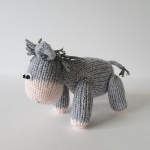 Makerist - Bobbin the Donkey - Knitting Showcase - 3