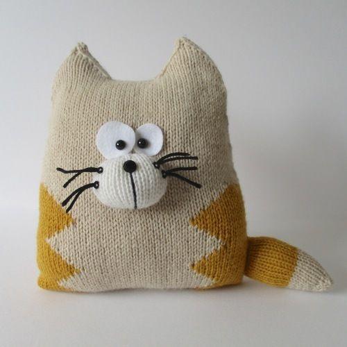 Makerist - Cat Cushion - Knitting Showcase - 1