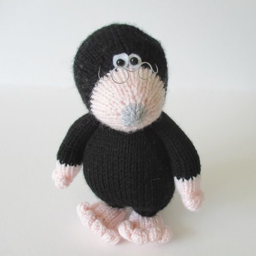 Makerist - Milton the Mole - Knitting Showcase - 1