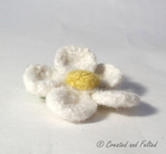 Makerist - Daisy Brooch - Knitting Showcase - 2