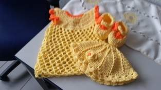 Babykleid,  Schuhe und Mützchen für Mädchen