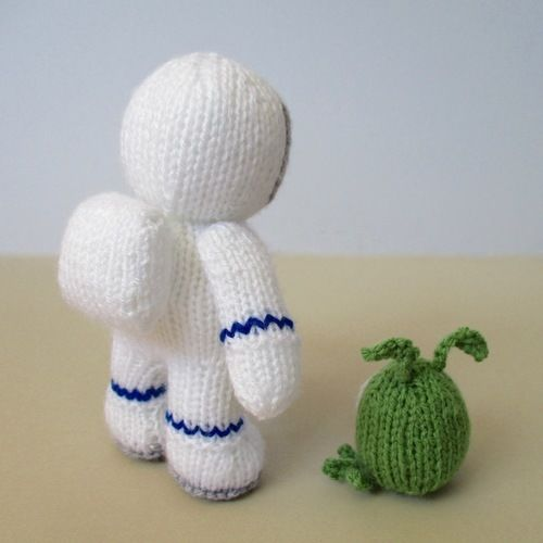 Makerist - Buzz the Astronaut and Zoff the Alien - Knitting Showcase - 2