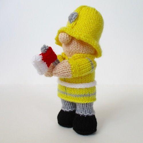 Makerist - Fireman Fred - Knitting Showcase - 3