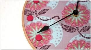 Stickrahmen-Uhr