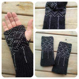 Makerist - Hand knitted wrist warmers. Wool and glass beads. - 1