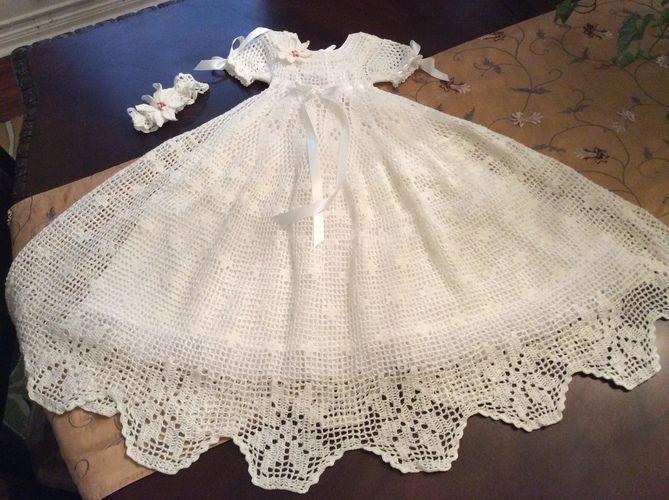 Makerist - poinsettia christening gown, hat and headband - Crochet Showcase - 1
