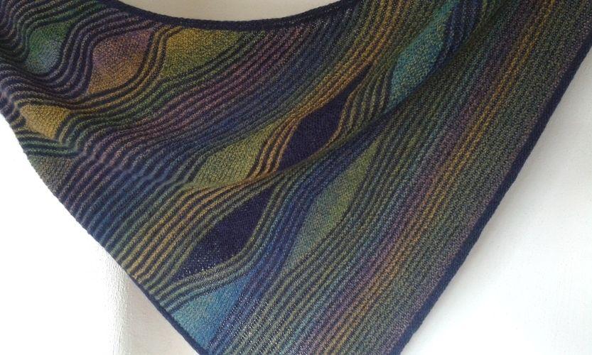 Makerist - traumhaftes Tuch für eine Freundin zum Geburtstag. Aus Schurwolle,  nach einer Anleitung von Petra Neumann - Strickprojekte - 3