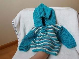 Pullover mit Zwergenmütze.