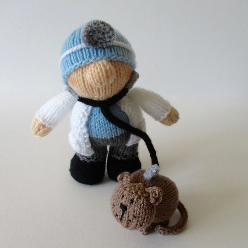 Makerist - Victor the Vet - Knitting Showcase - 2