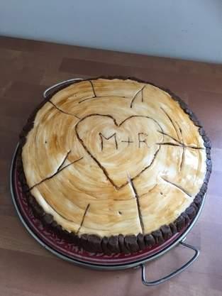 Vanille-Nuss-Torte in Holzscheibenoptik