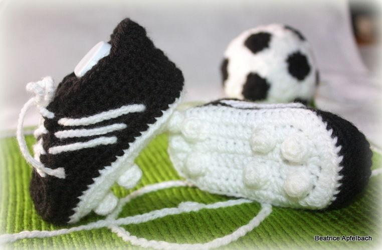 Makerist - Baby-Fußballschuhe - Häkelprojekte - 1