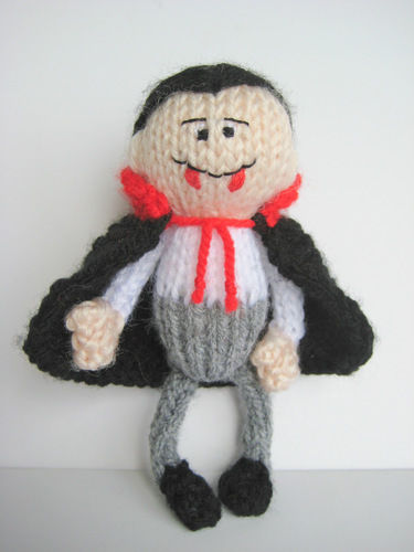 Makerist - The Little Vampire - Knitting Showcase - 2