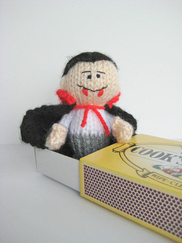 Makerist - The Little Vampire - Knitting Showcase - 3